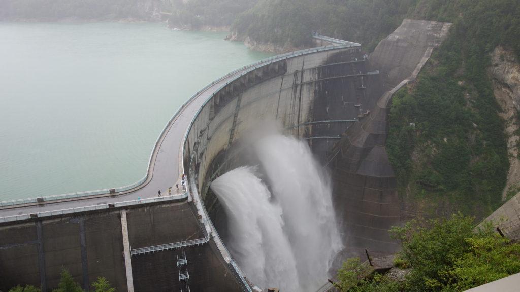 北アルプス 観光放水